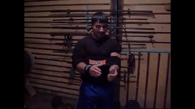 Эльбрус Мамалиев Жим лёжа в sling shot 185 кг