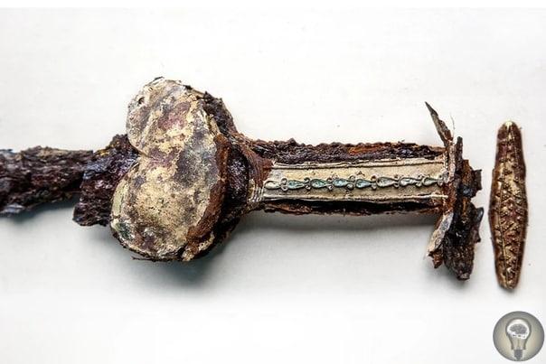 Скифский золотой меч.