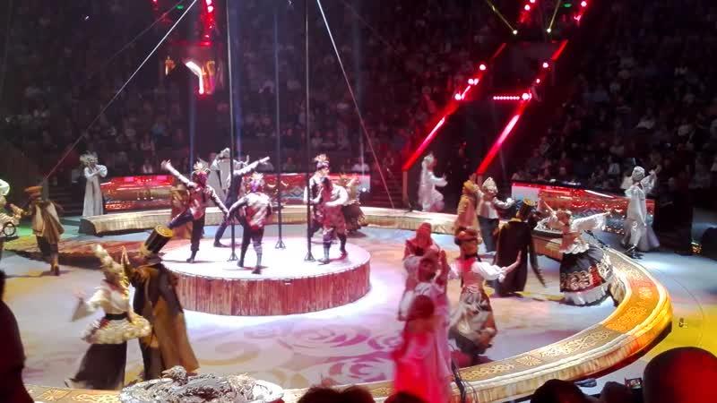 Акробатический номер на шестах в Большом Московском цирке