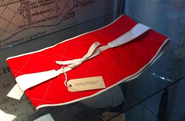 Накладка от перегрева Сейчас увидеть этот предмет можно разве что в музеях, но еще в начале прошлого столетия он являлся неотъемлемой частью формы британских военных, служивших в жарком климате.