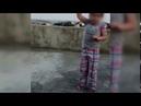 Sultangazi'de 6 yaşındaki çocuğun eline silah vererek havaya ateş ettirildi