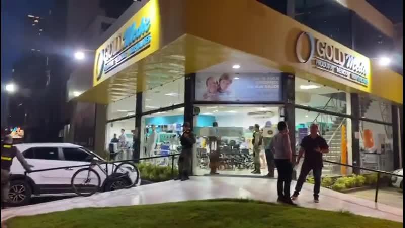 Governo de Pernambuco entra em loja e leva máscaras descartáveis que deverão ser utilizad