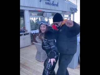 Бузова и Дава исполнили зажигательный танец