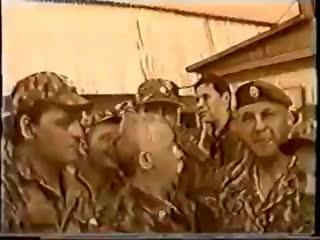 Леонид Якубович в Чечне ( ведущий Поле Чудес) в 383 РГ СпН, 2001 год