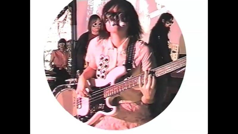 Ninni Forever Band Tää ääni musiikkivideo