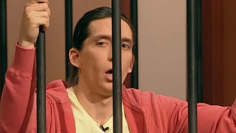 Суд присяжных Парень задушил свою девушку чтобы присвоить украденные ею дорогие украшения