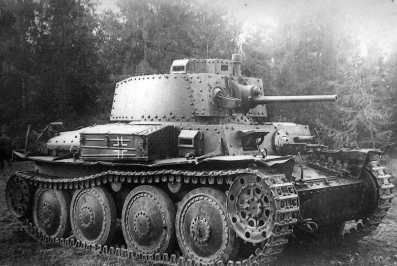 Pz.Kpfw.38(t). Кажется, ездить на этих пепелацах в бой немцы не горели желанием, поэтому они «дожили» аж до 1943 г.