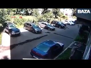 В Новокузнецке женщина поймала выпавшего ребенка из окна и спасла его
