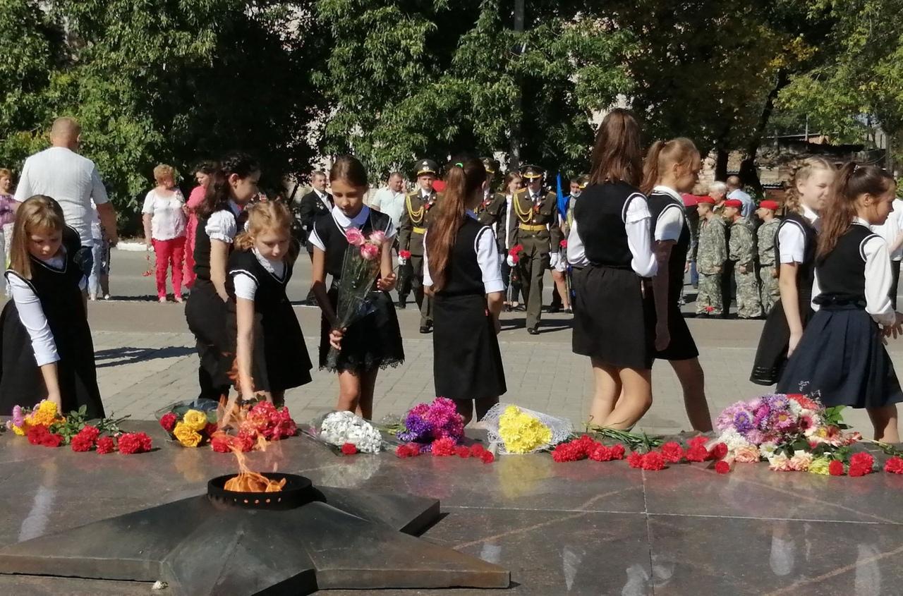 В городах и районах Дона прошла акция «Цветы памяти»