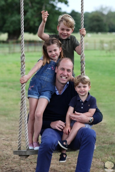 Новые фото принца Уильяма с детьмм