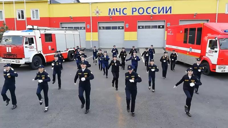 Архангельск кадеты танцуют в честь 30 летия МЧС