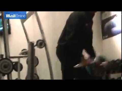 Барак Обама тренируется в спортзале