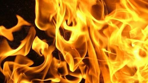 Сегодня рано утром в Петровске на улице Горной сгорело хозстроение на территории одного из частных домовладений