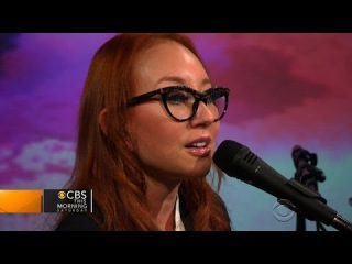 """Tori Amos sings """"Oysters"""" on Saturday Sessions"""