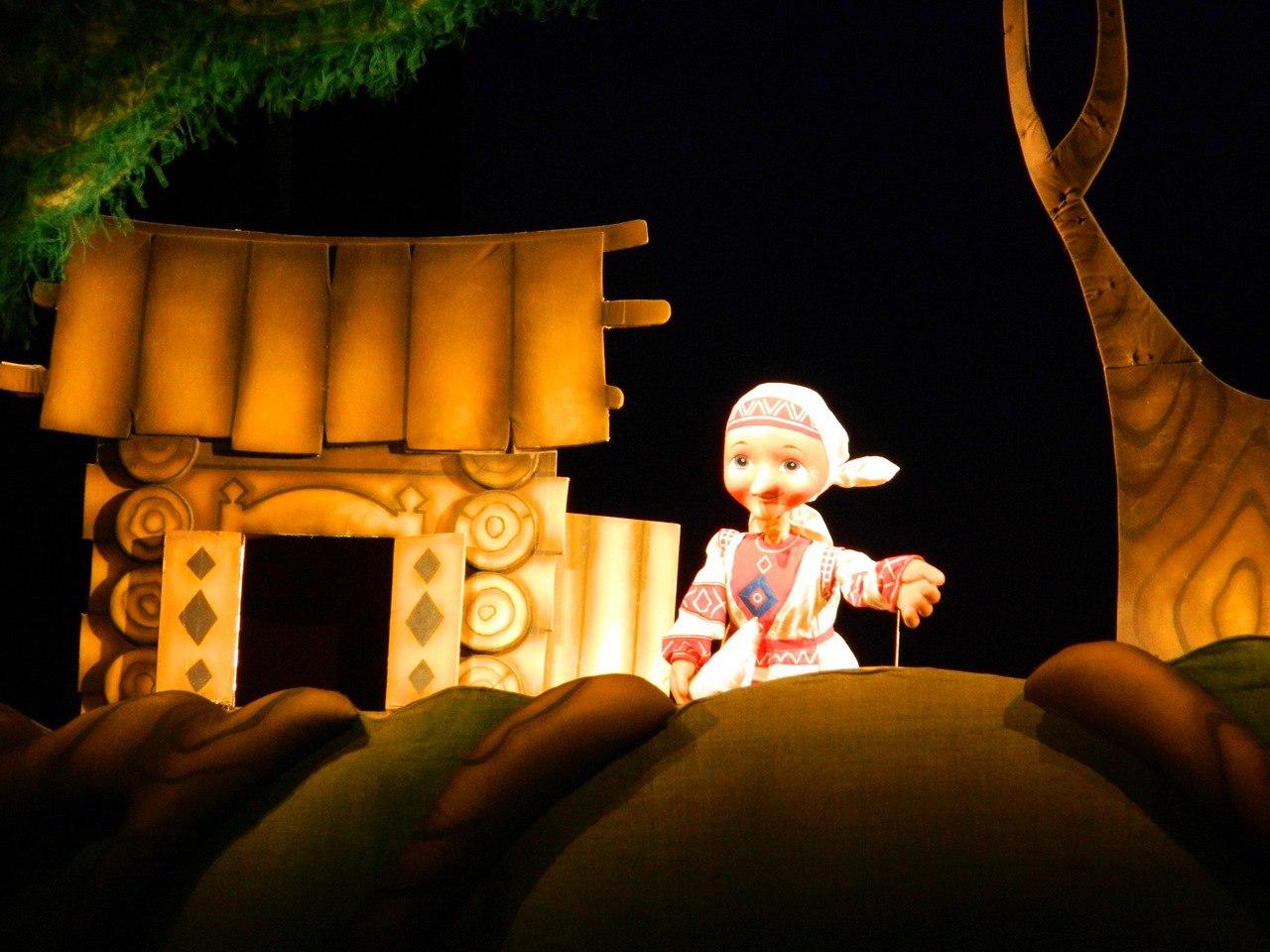 Фото куклы на спектакле про Лопшо Педуня в театре кукол Ижевска