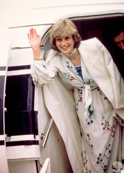 23 года назад в автомобильном туннеле на мосту Альма в Париже произошла автокатастрофа, в которой в возрасте 36 лет скончалась Диана Спенсер