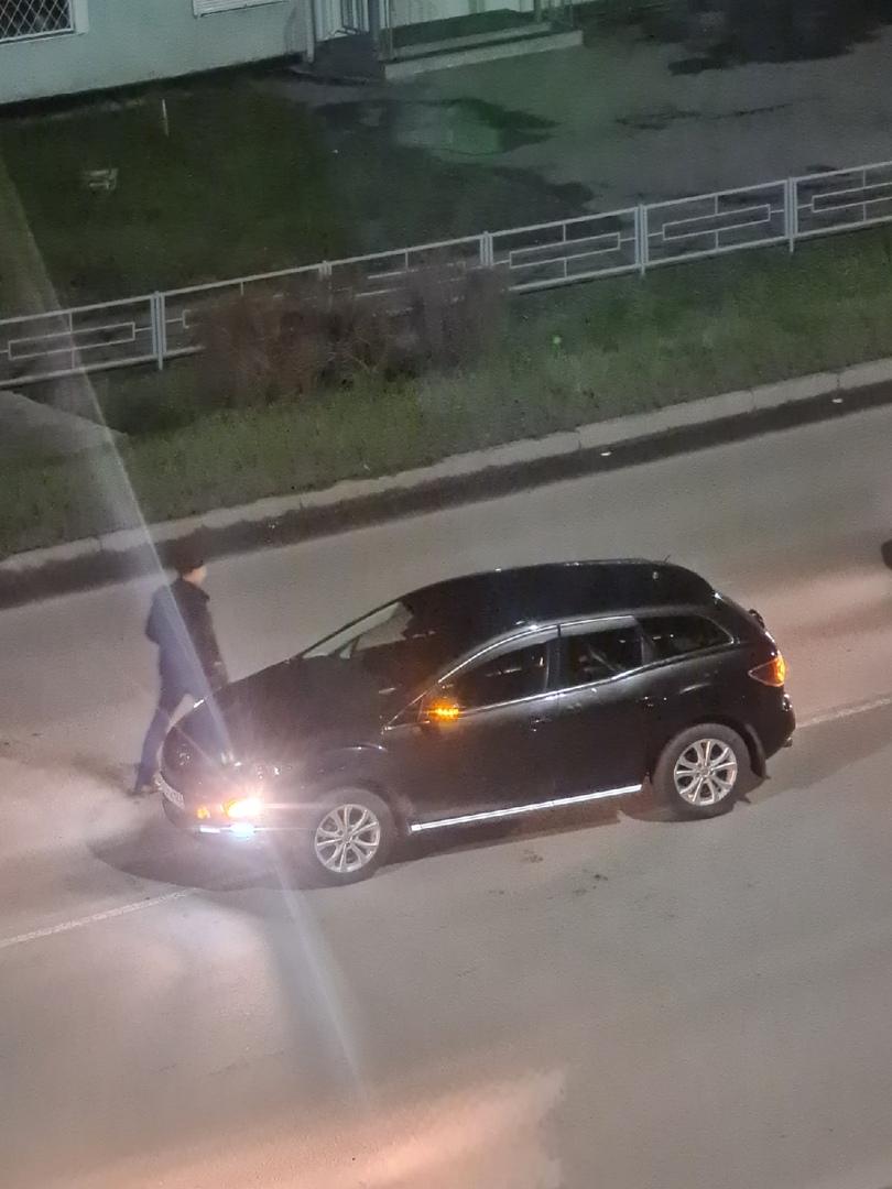 ДТП минут 20 назад на перекрёстке Чкалова - Волошиной. ВАЗ