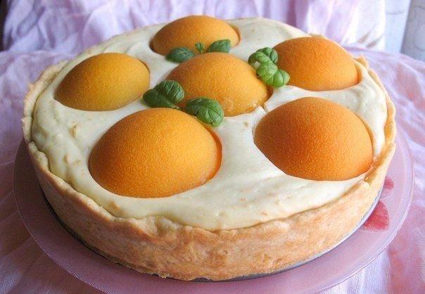 Творожный пирог в мультиварке Ингредиенты:Мука 200 ГраммЯйцо 3 Штуки (1 яйцо для теста и 2 для начинки)Сливочное масло 100 ГраммРазрыхлитель 1 Чайная ложкаТворог 400 ГраммСметана 1 СтаканСахар
