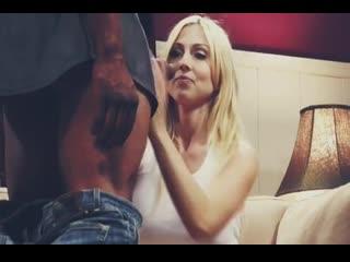Здоровый лысый негр трахает блондинку Chistie Stevens и кончает ,interracial sex