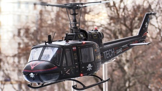 """Модель вертолета Bell UH-1 """"Iroquois"""" фирмы """"Revell"""" в 24 масштабе с моторами и диодами"""