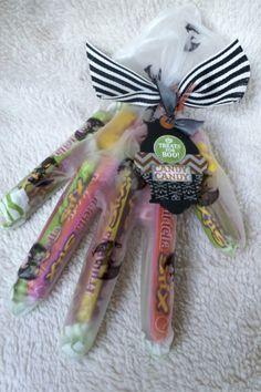 Перчатка со сладостями на Хэллоуин - идея упаковки