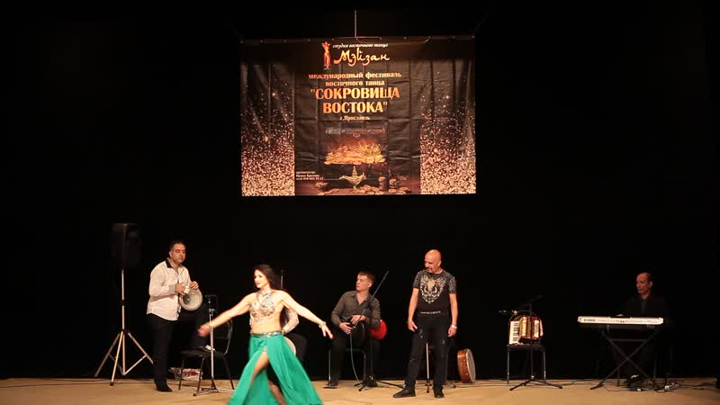 Татьяна Вершинина и оркестр Al Azdekaa Hayarti Albi Maak