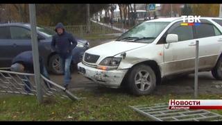 В Искитиме столкнулись машины, от силы удара автомобиль отбросило на пешехода