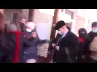 В Пермском крае депутаты гордумы Александровска подрались с горожанами