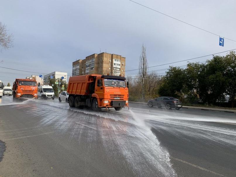 Санитарную обработку дорог проводят в ежедневном режиме
