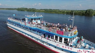 Туристические прогулки на теплоходе по реке Волхов в Великом Новгороде