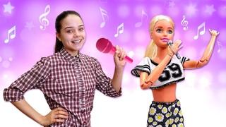 Кукла Барби не готова к вечеринке! Видео про игры одевалки и Салон Красоты. Подбираем одежду Барби