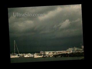 Сповільнена зйомка блискавки (UltraSlo.com)
