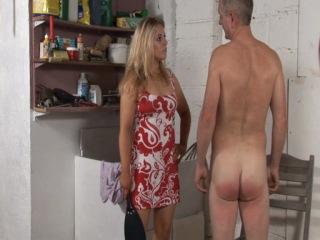 Фемдом (F/M): госпожа наказывает раба ремнем и шлепает его по заду