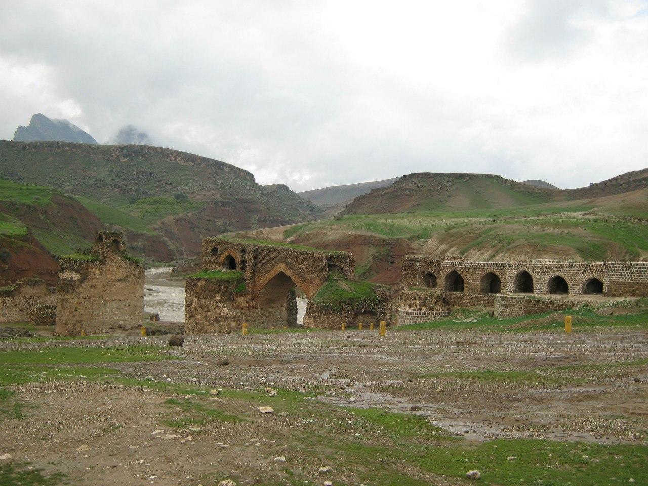 Остатки древнего моста Гавмишан