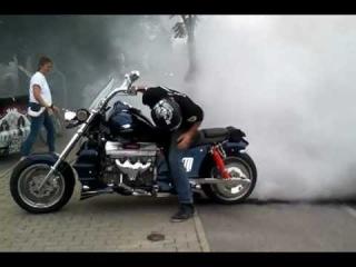 Boss Hoss V8 Burnout to Wheel Explosion