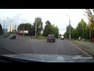 Водитель газели потерял свой груз (Ижевск)