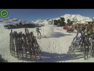 Even je skis wegzetten - hoe het niet moet - skii
