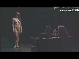 CMNF-видео  одетые мужчины оценивают совершенно голых женщин в телешоу