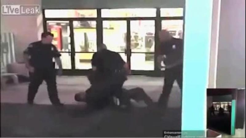 Полицейские избили подростка за то что тот их снимал.