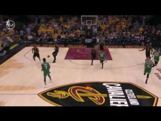 ЛеБрон Джеймс на Тристана Томпсона – лучшая передача игрового дня в НБА
