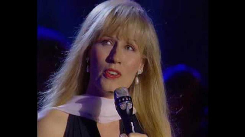 Yanni - Aria (Live At The Acropolis, 1993) Вокальную партию исполняют американские сопрано Дарлен Колденховен и Линн Дэвис)