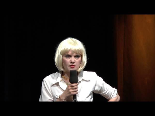 Liza Kos als Svetlana Kalaschnikova bei Escht Kabarett in Köln