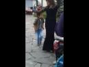 Мальчик круто танцует,советую посмотреть