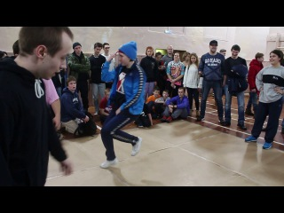 Девочки танцуют нижний брейк данс против мальчиков