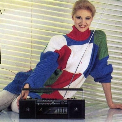 Полуголая Кэтрин Зета-Джонс Танцует У Холодильника – Синий Сок (1995)