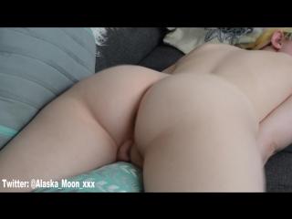 Блондинка трахает подушку, amateur blonde, sex with pillow