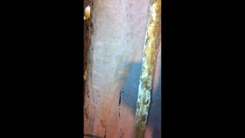 Осыпание потолка в подвале дома. Провисание фундамента. Трещины в кирпичной кладке