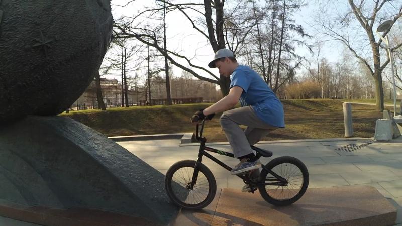 Fakie on the BMX 😋😏😯 bmxsession bmxlife ridebmx bmxer bmxstreet redbull drop bunnyhop tricks awesome amazing vd