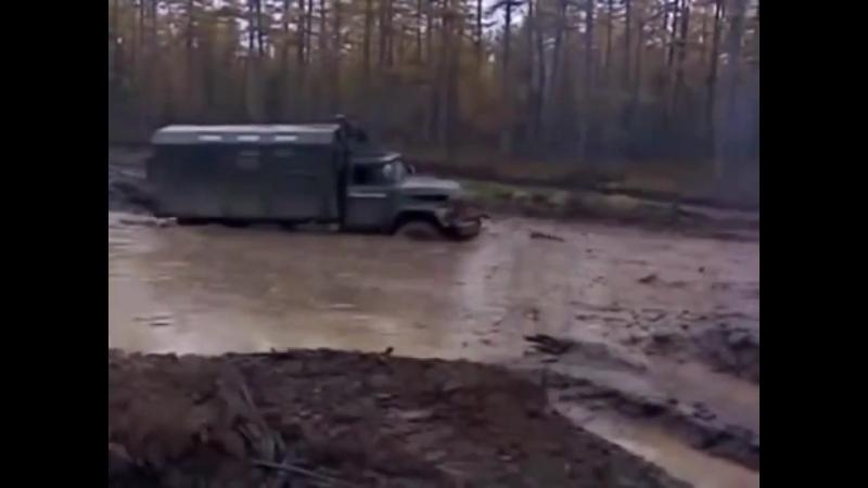 Российские грузовики по бездорожью Урал Камаз Зил 131 настоящие монстры