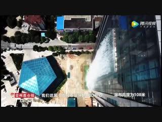 Искусственный водопад в Китае